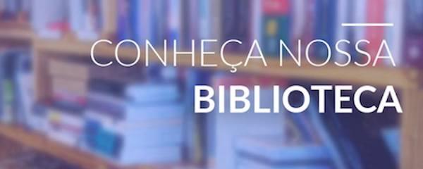imagem de uma prateleira com livros sob o texto.  conheça a nossa Biblioteca.