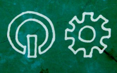 Foto de um quadro negro com quatro símbolos, um átomo, um botão de ligar, uma engrenagem e um sinal de divisão.