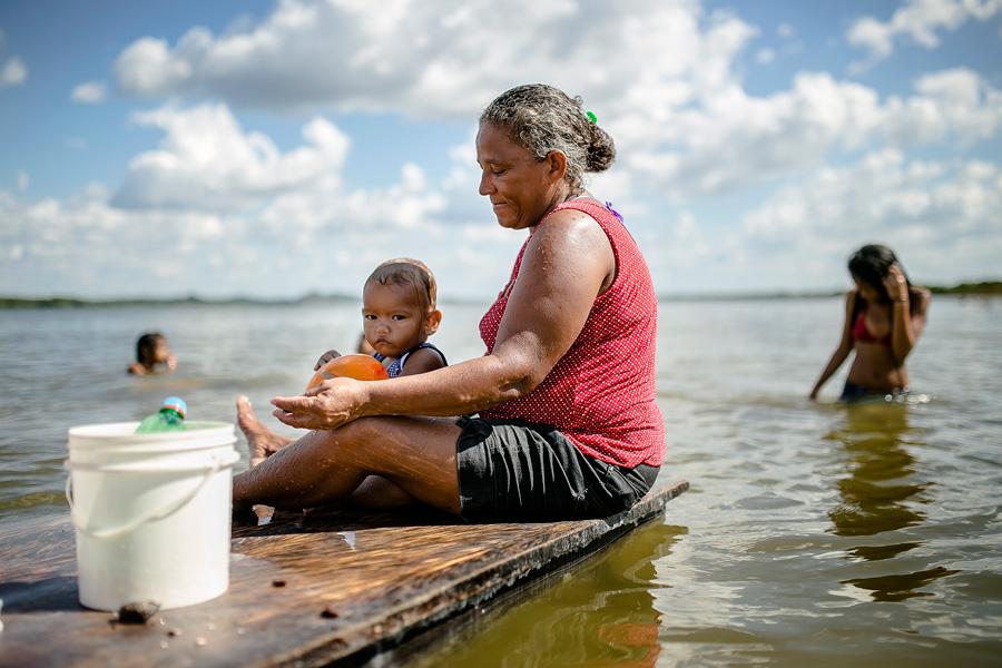 populacao-lava-louca-com-agua-do-rio