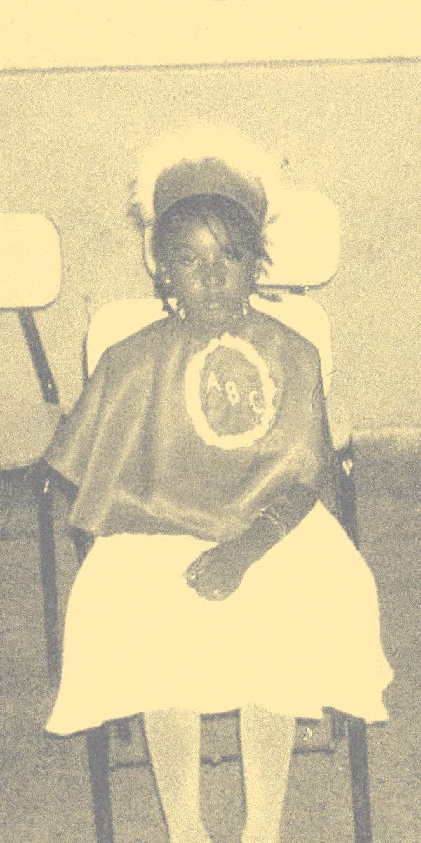 Foto de Caroline Adesewa na infância