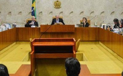 Foto de um tribunal em sessão.