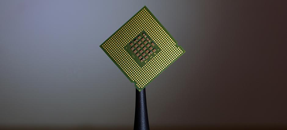 Foto de um chip de computador.