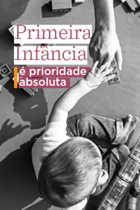 """Capa do livreto: """"Primeira infância é prioridade absoluta""""."""