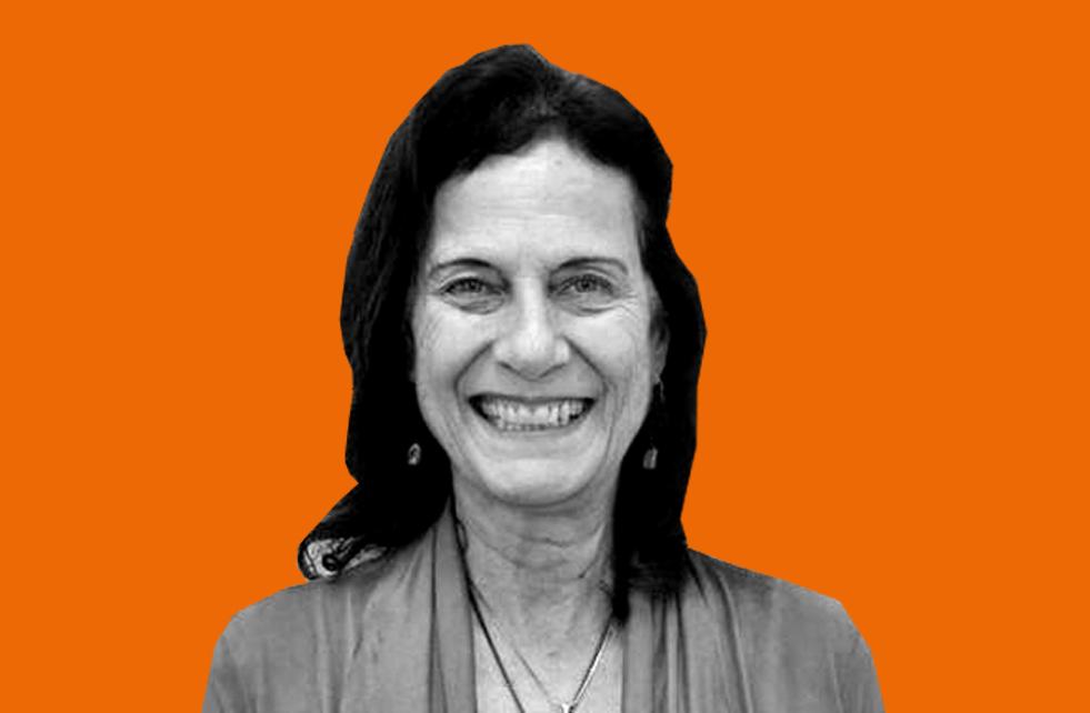 Foto de Irene Rizzini sobre fundo laranja