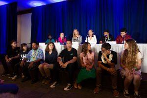Foto da coletiva de imprensa com os dezesseis jovens que entregaram denúncia na ONU